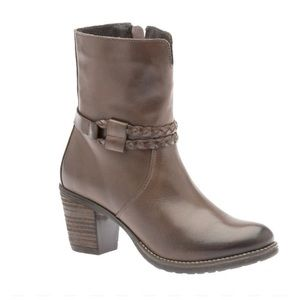 Umberto Raffini Verona Leather Boots in Brown Size: 8